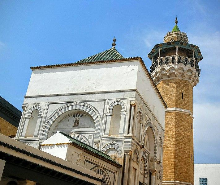 File:Minaret et mausolée.jpg
