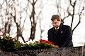 Ministru prezidents Valdis Dombrovskis piedalās svinīgajā vainagu nolikšanas ceremonijā Rīgas Brāļu kapos (8174962881).jpg