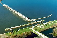 Mississippi River Lock and Dam number 18.jpg
