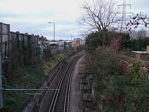 Mitcham tram stop - Image: Mitcham tramstop interlaced track west