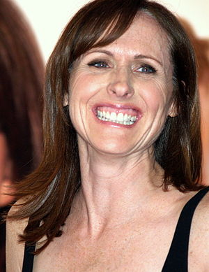Fagel Attraction - Molly Shannon made her fourth appearance on the show in this episode.