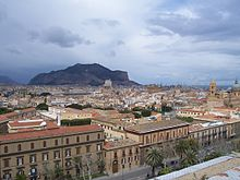 Monte Pellegrino, con i suoi 609 metri è visibile da tutta la città