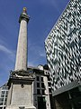 Monument to the Great Fire of London with another building.jpg
