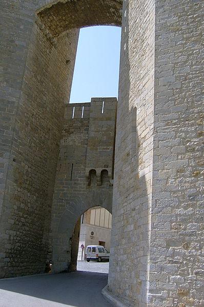 File:Morella puerta.jpg