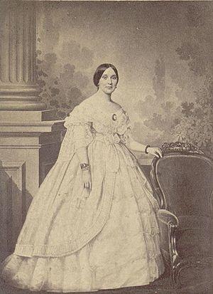 Varina Davis - Image: Mrs. Jefferson Davis, full length studio portrait