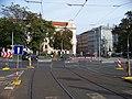 Náměstí Kinských, dočasná tramvajová zastávka, od původní zastávky.jpg
