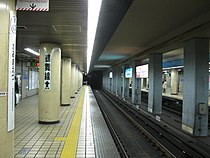 Nagoya-subway-M03-Kamimaezu-station-platform-20100315.jpg