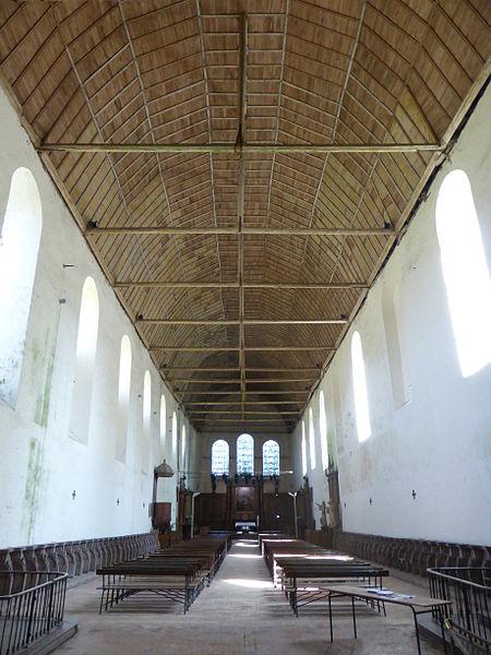 Nef de l'église abbatiale de la Sainte-Trinité de Tiron, à Thiron-Gardais, dans l'Eure-et-Loir.