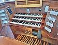 Neusäß, St. Ägidius (Hindelang-Orgel, Spieltisch) (3).jpg