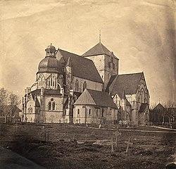 Tinted photo of Nidaros Cathedral behind its churchyard