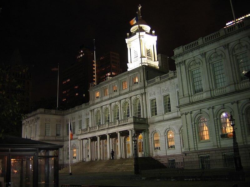 800px-Nyc_city_hall_night.jpg