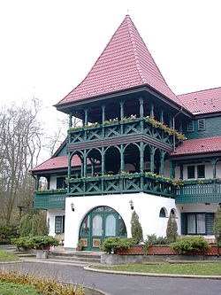 Nyiradony hunting lodge front.jpg