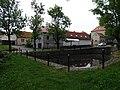 Ořech, rybníček mezi ulicemi V Chaloupkách a Karlštejnská, autobusová zastávka.jpg