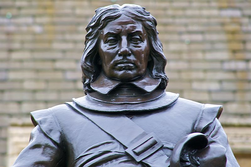 File:Oliver Cromwell Statue top.jpg