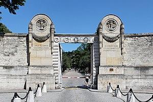 Père Lachaise Cemetery - Image: Père Lachaise entrée principale 01