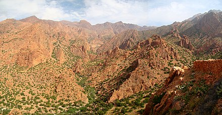 A section of the Anti-Atlas near Tafraout Panorama Djebel el Kest.jpg