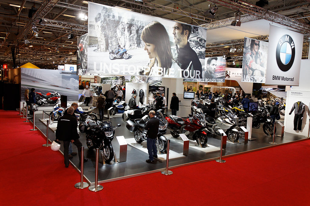 File paris salon de la moto 2011 stand bmw for Stand salon original