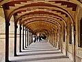 Paris Place des Vosges Arkaden 3.jpg