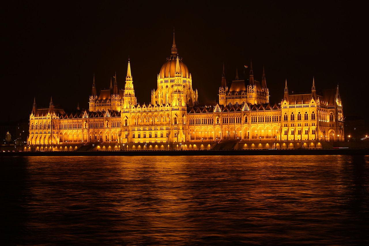 Archivo parlamento de budapest de noche jpg wikipedia for Parlamento wikipedia