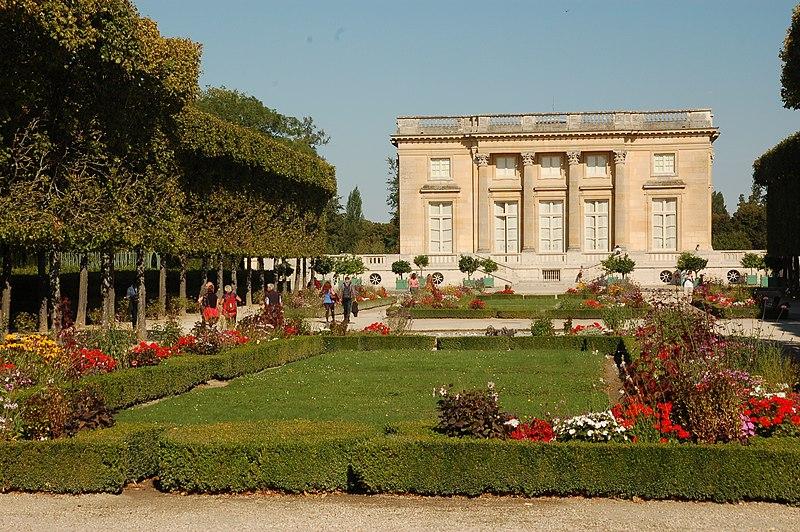 File petit trianon versailles avec wikimedia - Jardin de versailles histoire des arts ...