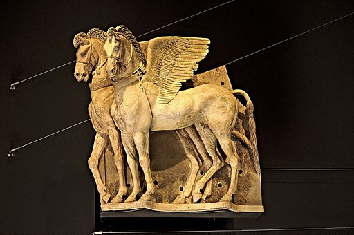 Photo Paolo Villa VR 2016 (VT) F0163960tris Palazzo Vitelleschi, cavalli alati bardati, scultura etrusca ellenistica, insieme, Tarquinia