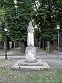 Piazzetta a fianco della chiesa di San Francesco, monumento al santo (Montagnana).jpg