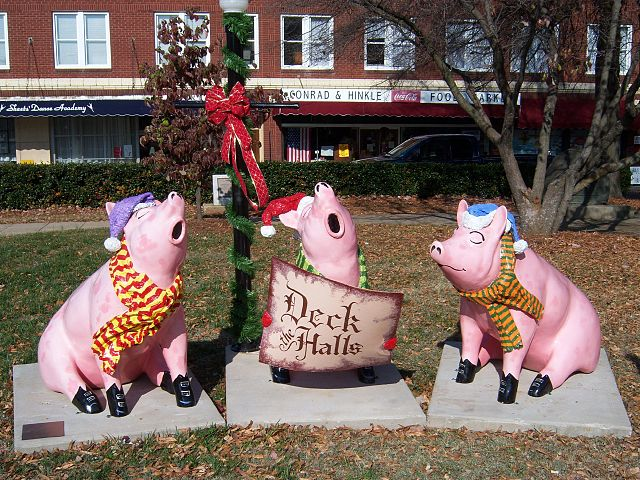 File:Pigs in the City 15 - Deck the Halls.jpg