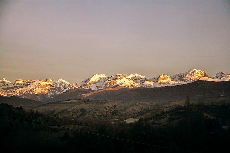 File:Pirineo (8447389987).jpg