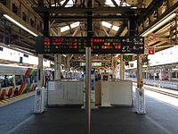 Platform 6 & 8 of Okayama Station.JPG