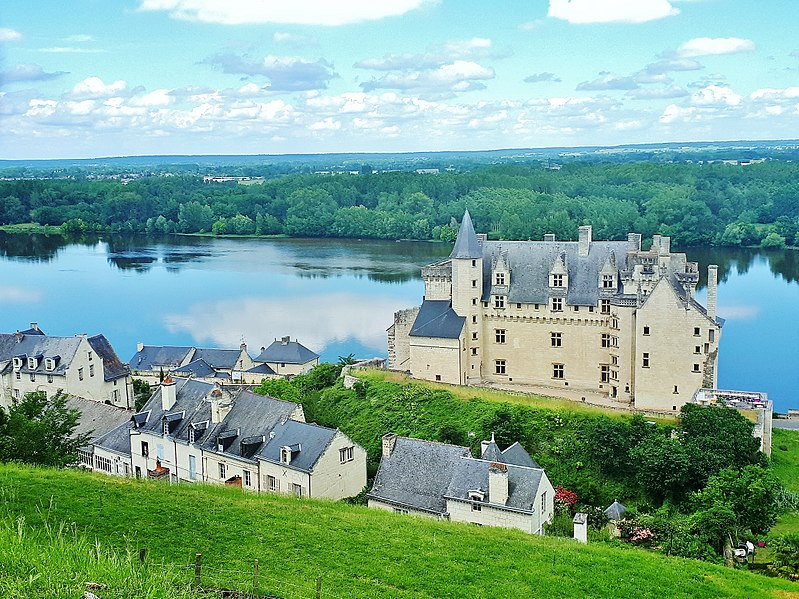 File:Plus beaux villages de France montsoreau 4.jpg