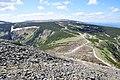 Pohled-z-výstupu-na-Sněžku-na-polskou-boudu2009.jpg