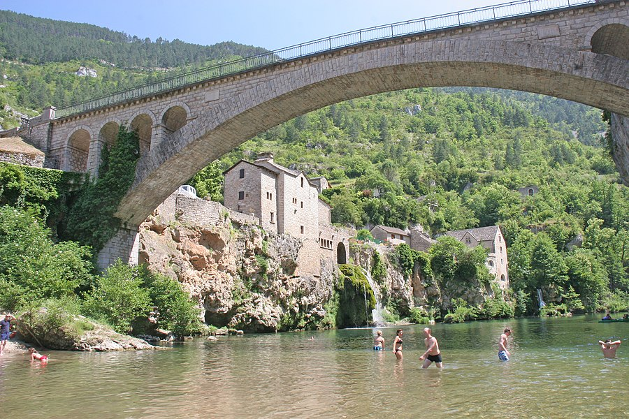 Pont de Saint-Chély-du-Tarn  Camera location  44° 20′ 10.78″ N, 3° 22′ 59.09″ E   View this and other nearby images on: OpenStreetMap - Google Earth    44.336327;    3.383081