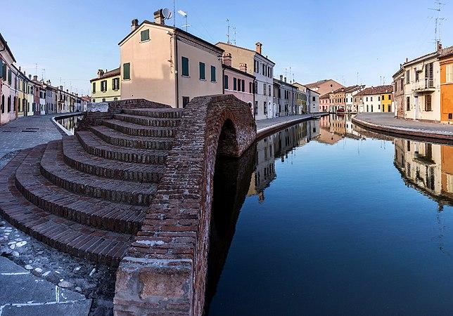 Ponte dei Sisti - Centro storico.jpg