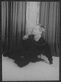 Portrait of Donald Madden, as Hamlet LCCN2004663254.jpg