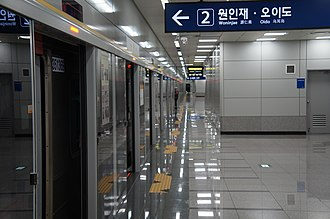 Sinpo station - The platform at Sinpo station