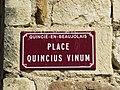 Quincié-en-Beaujolais - Place Quincius Vinum - Plaque (mars 2019).jpg
