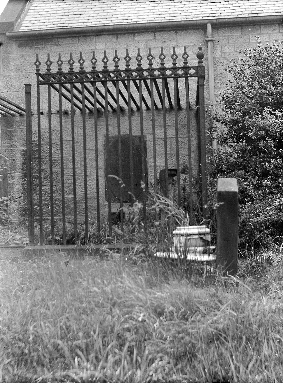 Railings used to protect graves from body snatchers Wellcome M0015588