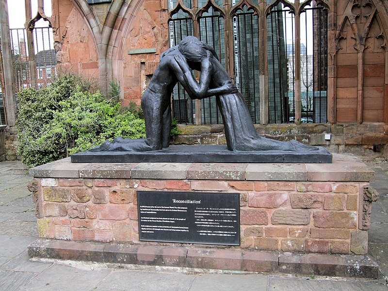 File:Reconciliation Statue, The Old Cathedral, Coventry.jpg