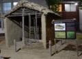 Rekonstrukcija kuće iz poznog bronzanog doba sa lokaliteta Hisar 02.png