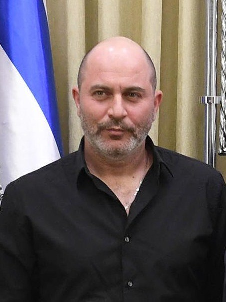 Reuven Rivlin with the personal of the Israeli television serie «Fauda», February 2018 (4847) (cropped)