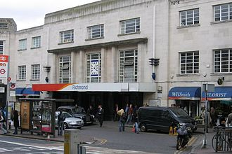 Richmond station (London) - Main entrance, on Kew Road. The apron shown has now been pedestrianised.