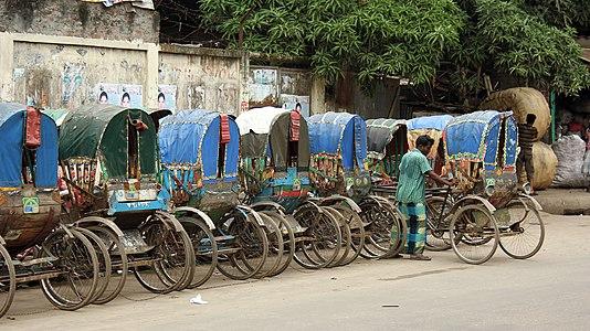 Rickshaw Parking at Dhaka (9601873282).jpg