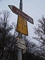 Roztoky u Křivoklátu, rozcestník u mostu.jpg