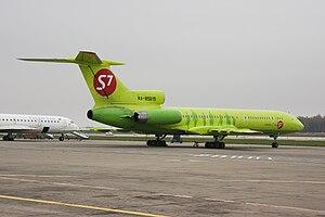 Самолёт Ту-154 построен по аэродинамической схеме свободнонесущего.  Ту-154М АК. оперением. со стреловидным крылом...