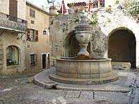 Saint Paul de Vence sa fontaine - Jean-Charles GUILLO.jpg