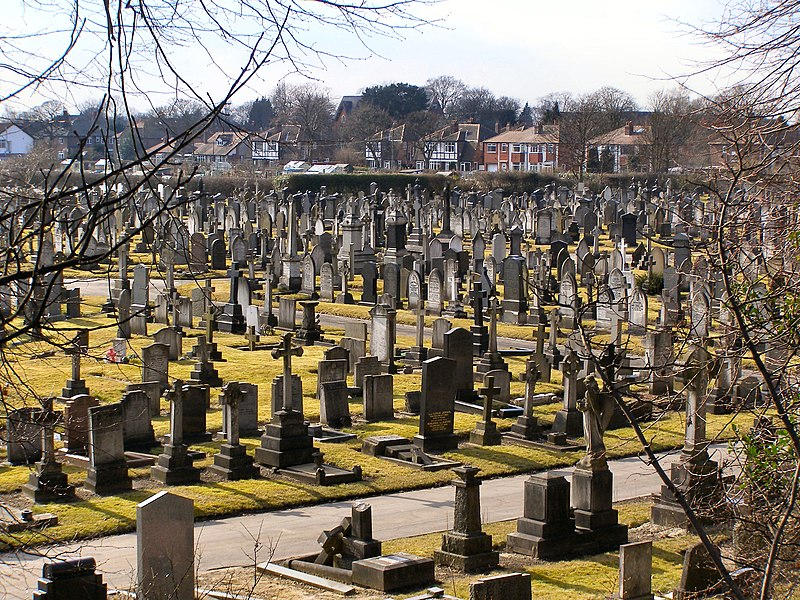 File:Sale Brooklands Cemetery - geograph.org.uk - 1749736.jpg