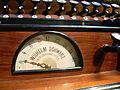 Salemer Münster Orgel Spieltisch Schwellwerkanzeiger Orgelbauerkennzeichnung.jpg