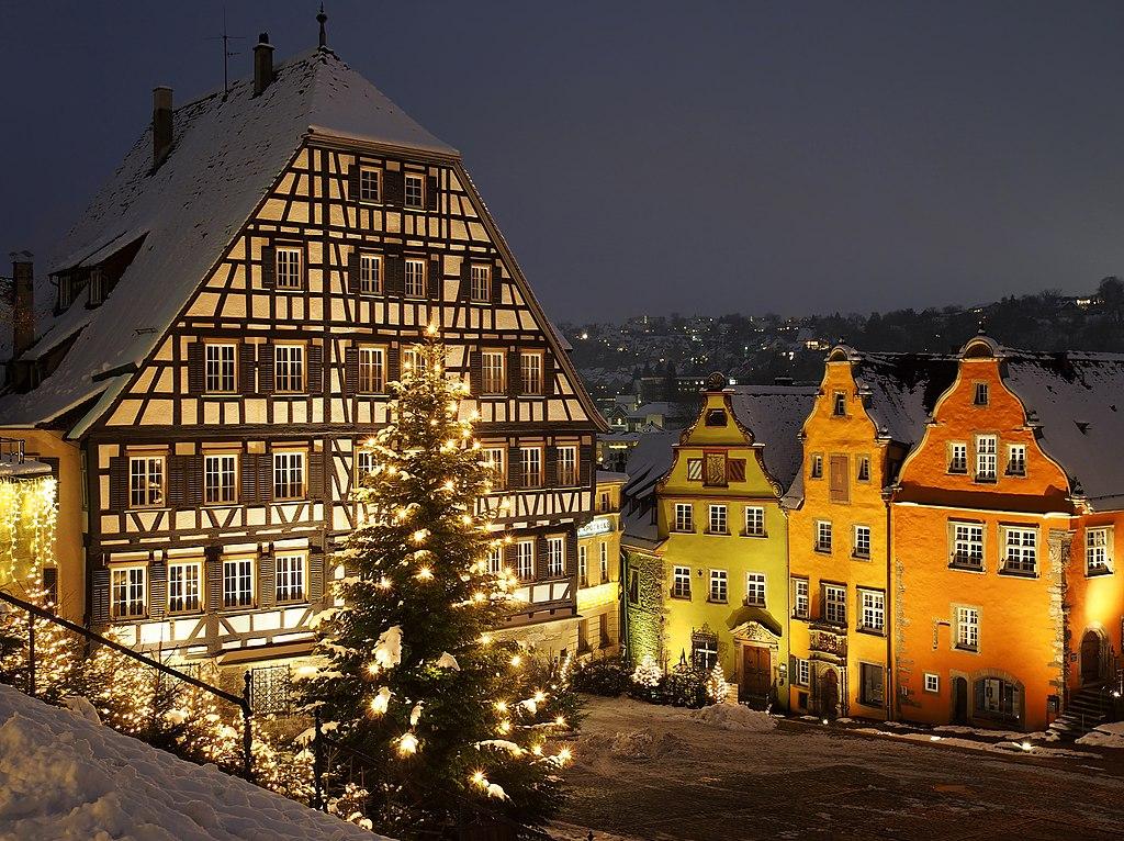 1024px-Schw%C3%A4bisch_Hall_in_winter