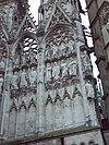 Sculptures sur le portail occidental.JPG