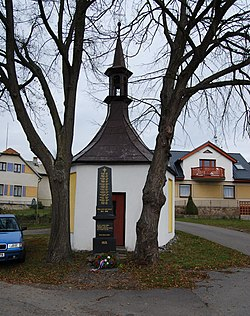 Sedlice chapel (Příbram District).JPG